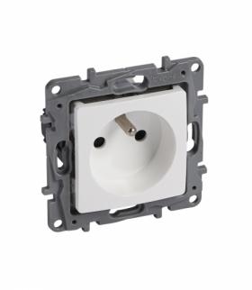 Niloe/Niloe Selection - Gniazdo 2P+Z 16 A - 250 V (z przesłoną, zaciski automatyczne) - Biały Legrand 664536